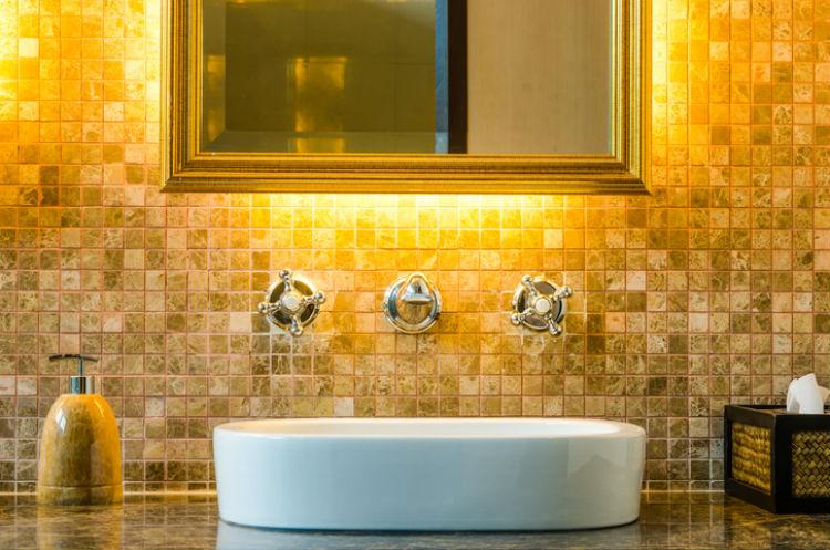 Waschbecken in einem Luxus-Badezimmer