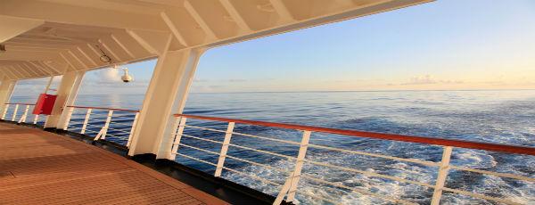Blick auf den Stern von einem Kreuzfahrtschiff
