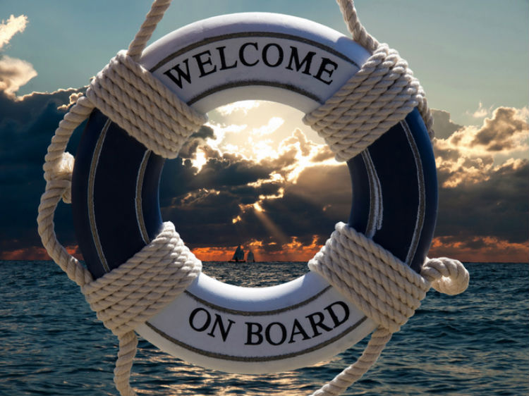 Rettungsring eines Kreuzfahrtschiffes auf dem welcome on board steht