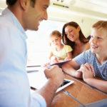 Langeweile auf langen Zug- oder Flugreisen vorbeugen - die besten 5 Ideen zum Zeitvertreib