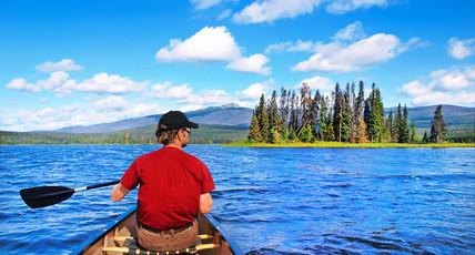 Majestätisch, aber ruhig über das Wasser gleiten und die Schönheits Skandinaviens bestaunen.  Ein unvergleichbares Naturerlebnis.
