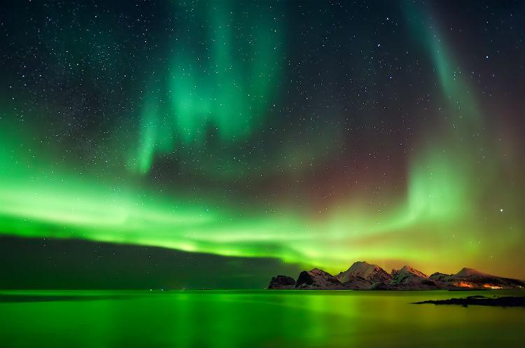 Grünes Polarlicht über Norwegen