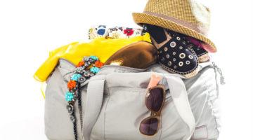 weiße volle Reisetasche