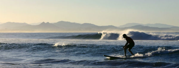 Surfspots für Anfänger: Die beliebtesten Surfgebiete für Einsteiger