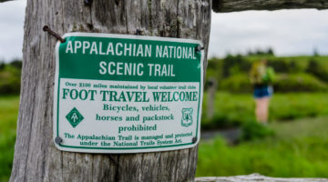 Appalachian Trail Metallschild an Baum