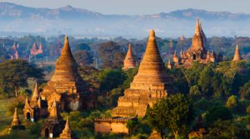 Die Tempel von Bagan bei Sonnenaufgang