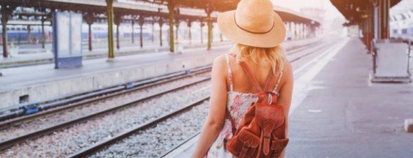 Modisch reisen mit klug gewählten Outfits