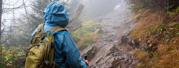 Keine Ausreden mehr für Stubenhocker – Tipps für die Wanderung bei Nässe