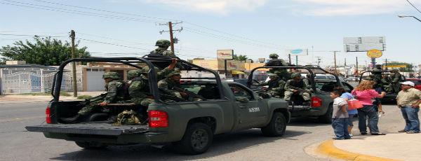 Schwer bewaffnete Polizeistreife in Mexico