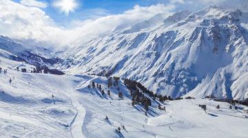 Panorama einer Skipiste für Anfänger