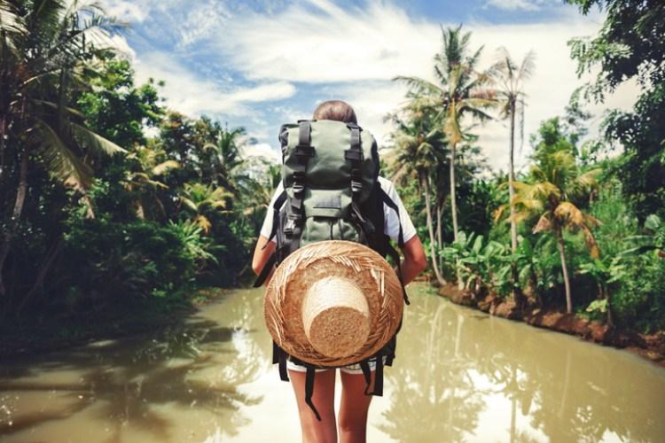 Frau in einem Fluss
