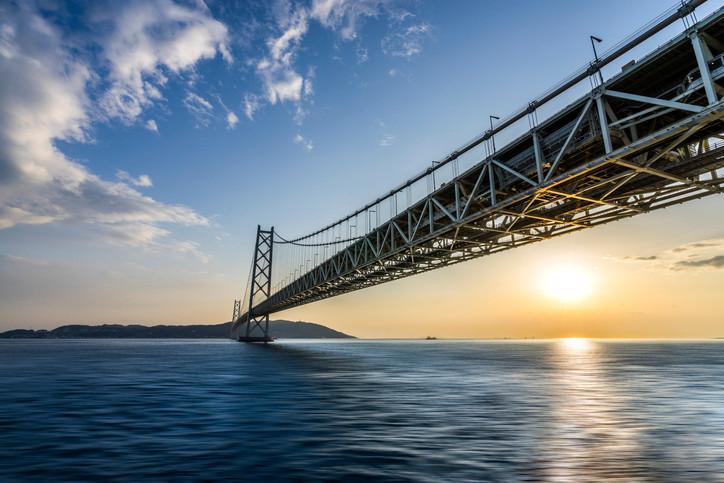 Die Akashi-Kaikyo-Brücke - längste Hängebrücke der Welt