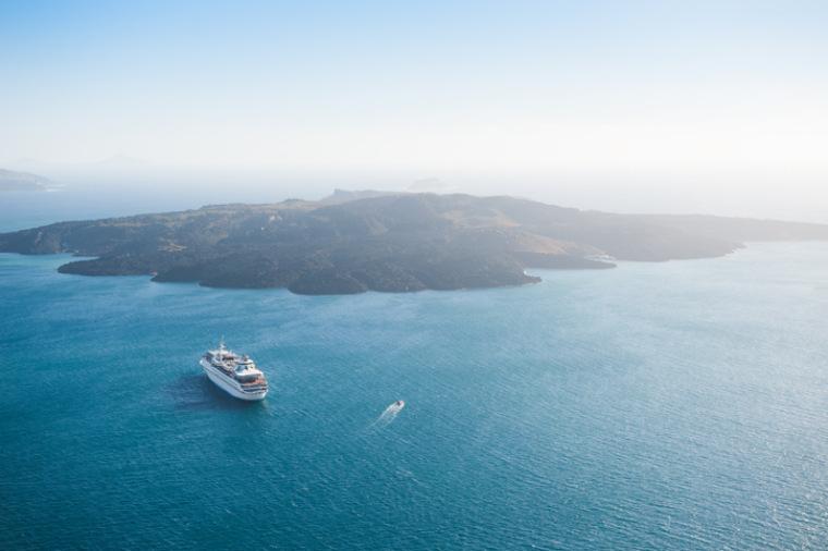 Kreuzfahrtschiff auf dem Meer